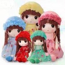 Кукла мягкая в платье и шапке 50 см